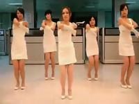 白色包臀裙气质美女性感热舞